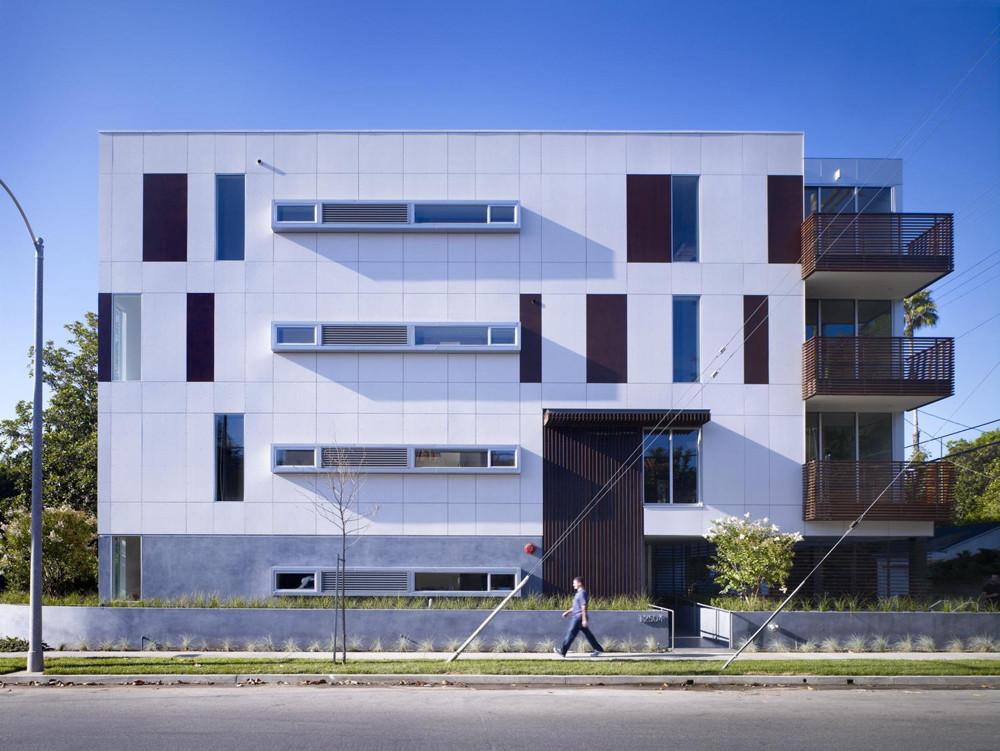 Woodbridge12 Condominiums / SPF:a, © John Edward Linden