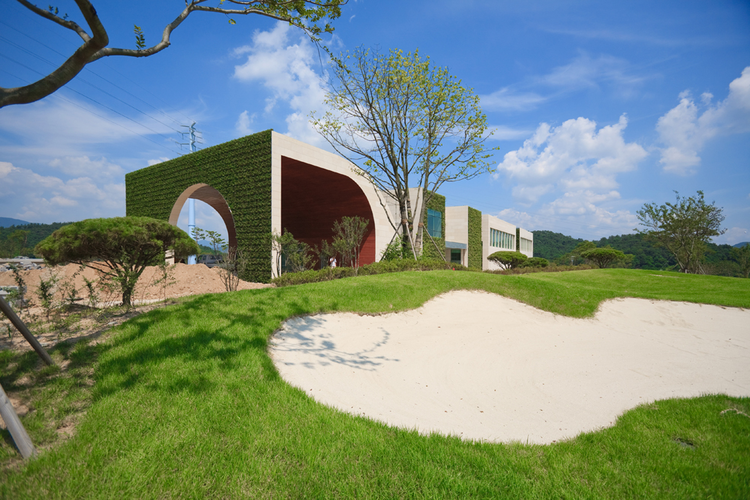 Green Weaving Club House / Hyunjoon Yoo Architects, © Seunghoon Yum