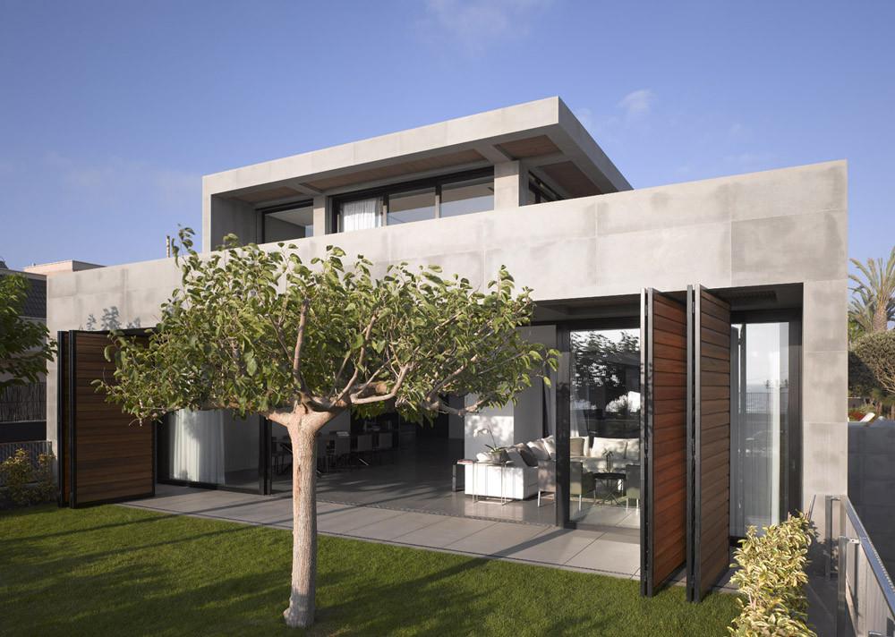 Hezelia Home / Pitzo Kedem Architects + Tanju Qzelgin, © Amit Geron