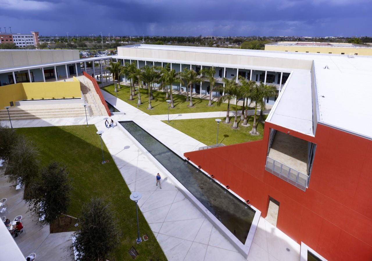 Gallery of FIU Chapman Graduate School of Business / KPF - 5