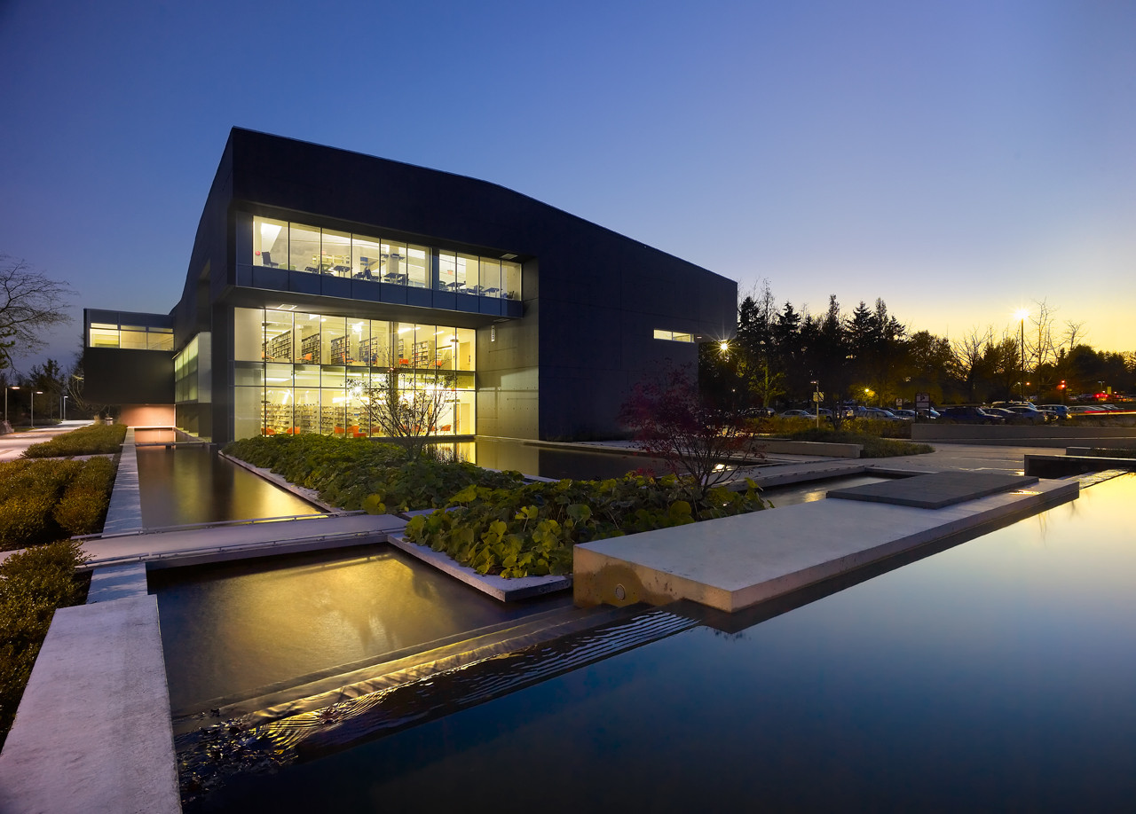 Library and Classroom Building, Langara College / Teeple Architects, © Shai Gil Photography