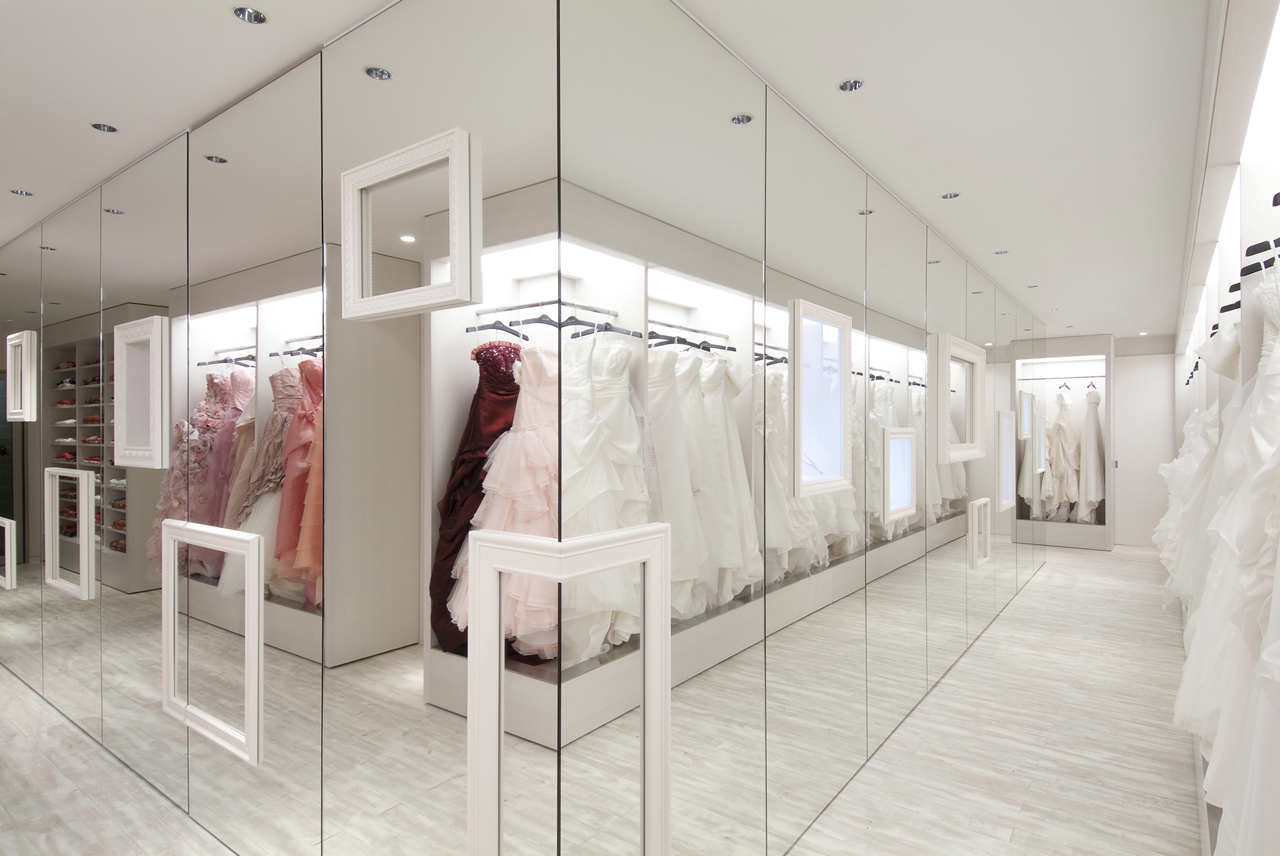 Dress Cabinet Design With Mirror
