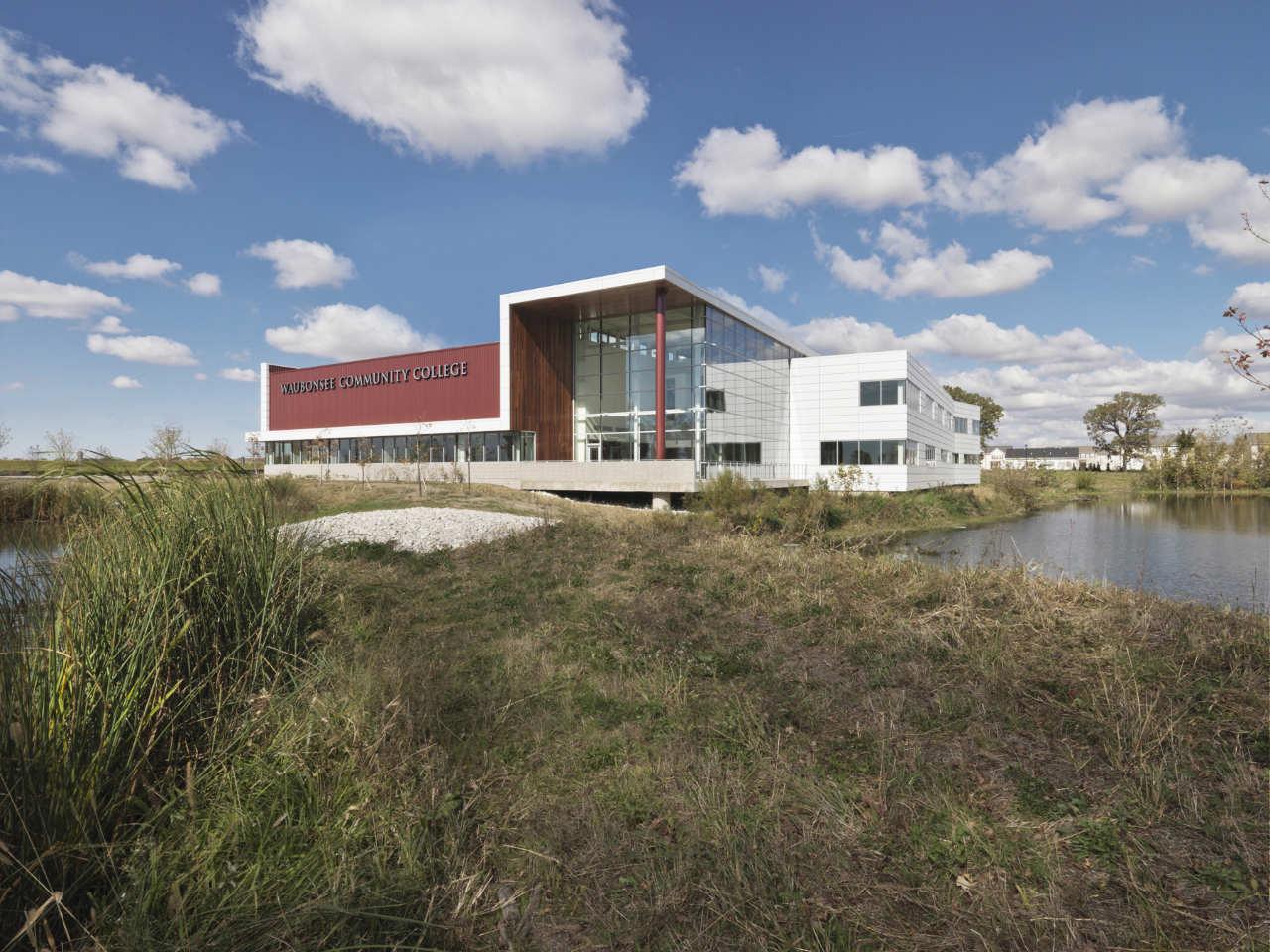 Waubonsee Community College Plano Classroom Building / Holabird & Root, © Jim Steinkamp Photography
