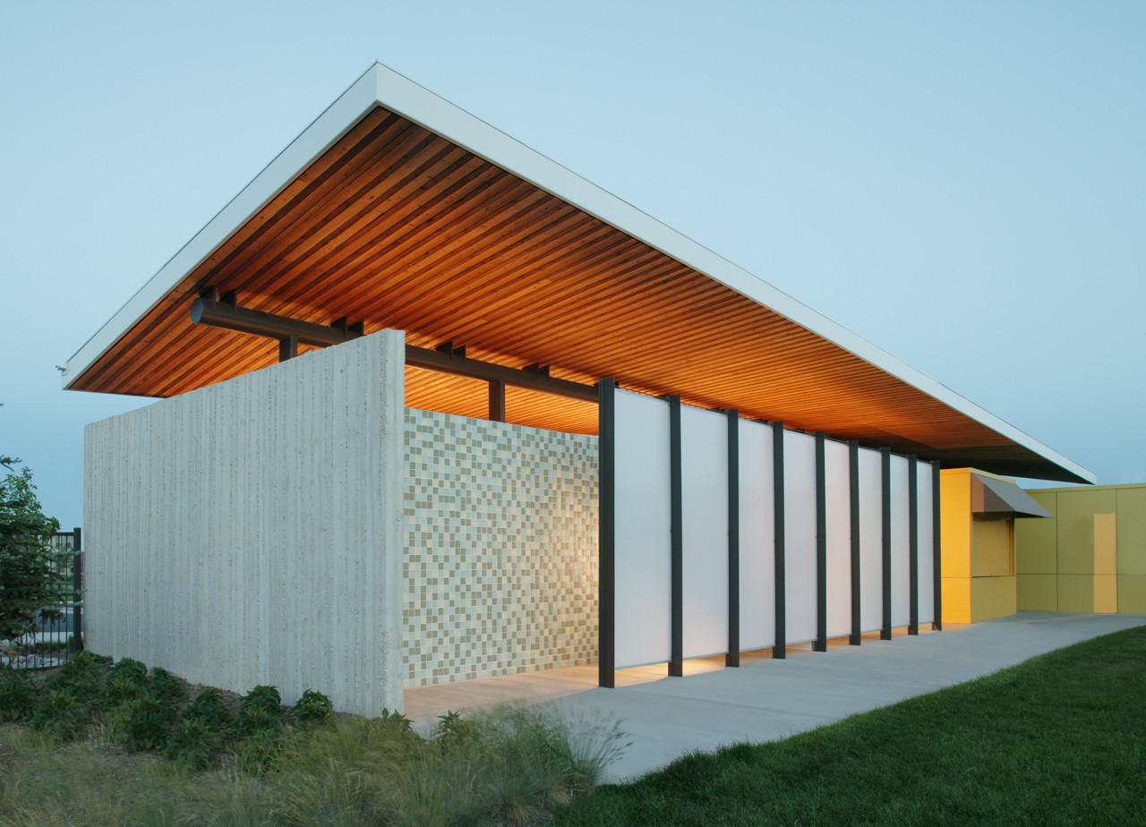 Stapleton Pool House #2 / Semple Brown Design, © Ron Pollard