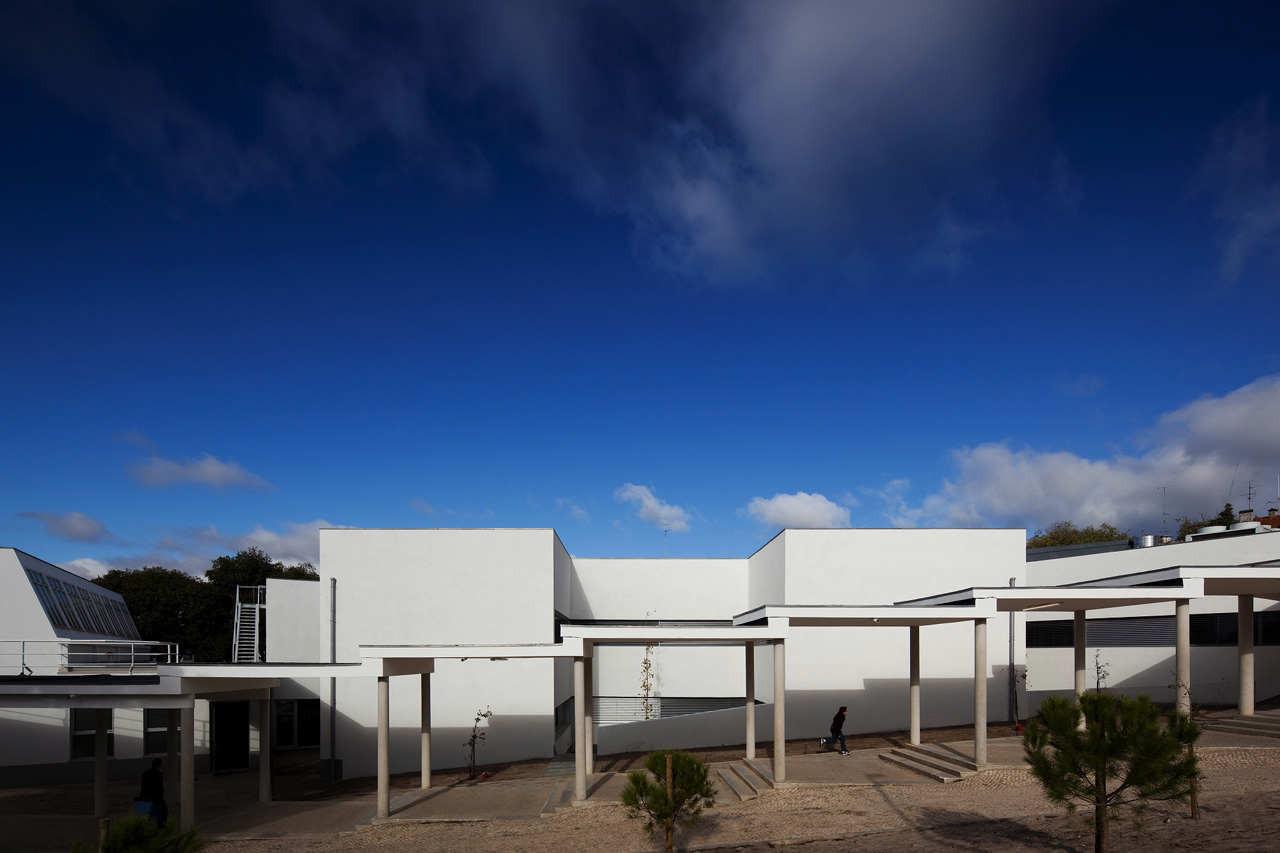Manuel I Secondary School / BFJ Arquitectos, © FG+SG –Fernando Guerra