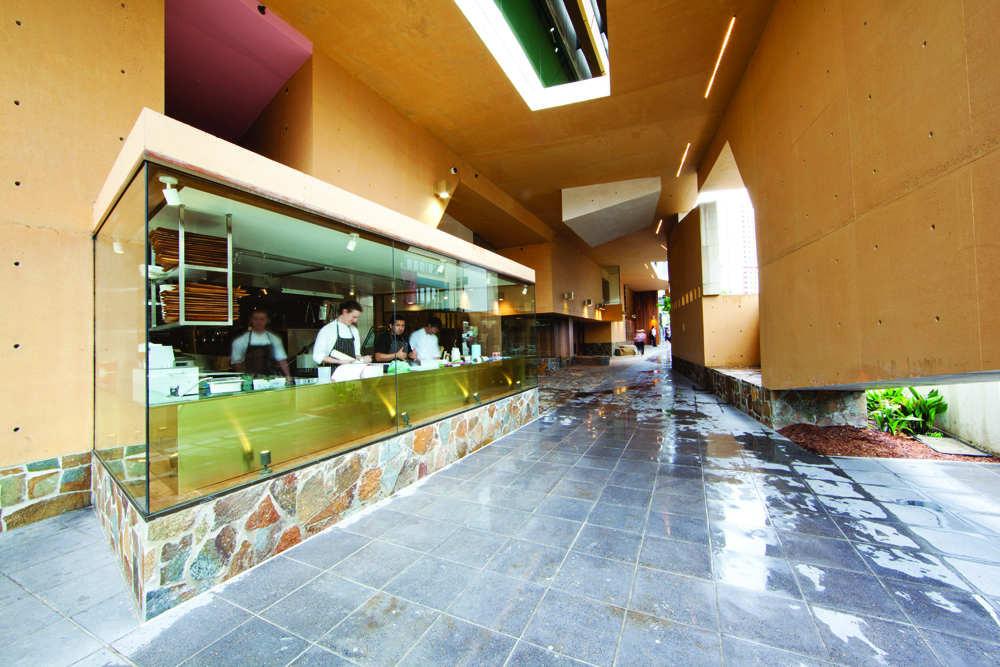Tank Bar + Restaurant / Donovan Hill, © Shantanu Starick