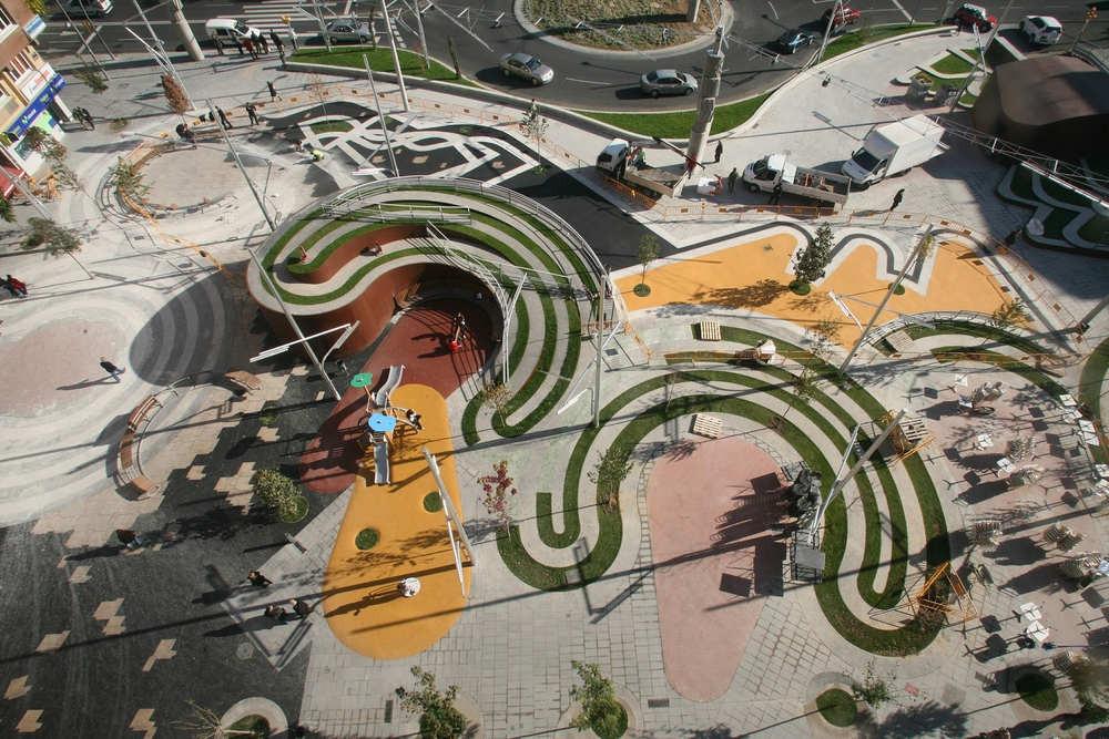 Ricard Viñes Square / Benedetta Tagliabue, © Elena Valles