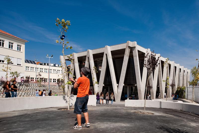Emidio Navarro Secondary School / Oficina Ideias em Linha, © FG+SG –Fernando Guerra