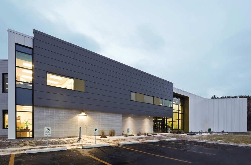 Centre Spécialisé de Technologie Physique du Québec / bisson | associés + Carl Charron Architecte, © Stéphane Groleau