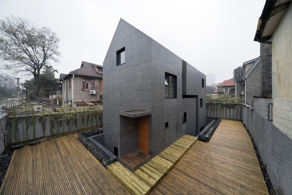 Concrete Slit House / AZL architects, © Iwan Baan