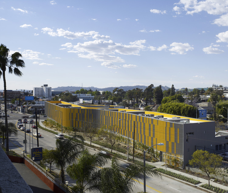 Camino Nuevo High School / Daly Genik Architects, © Tim Griffith
