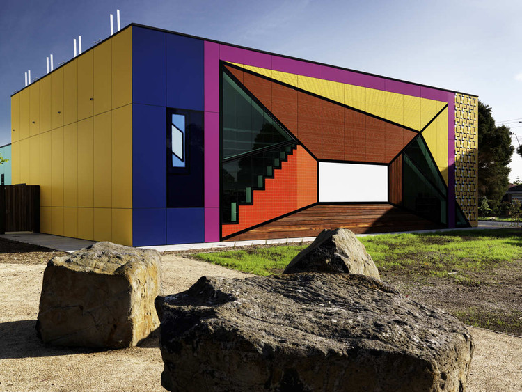 Avondale Heights Library and Learning Centre / H2o architects, © Trevor Mein