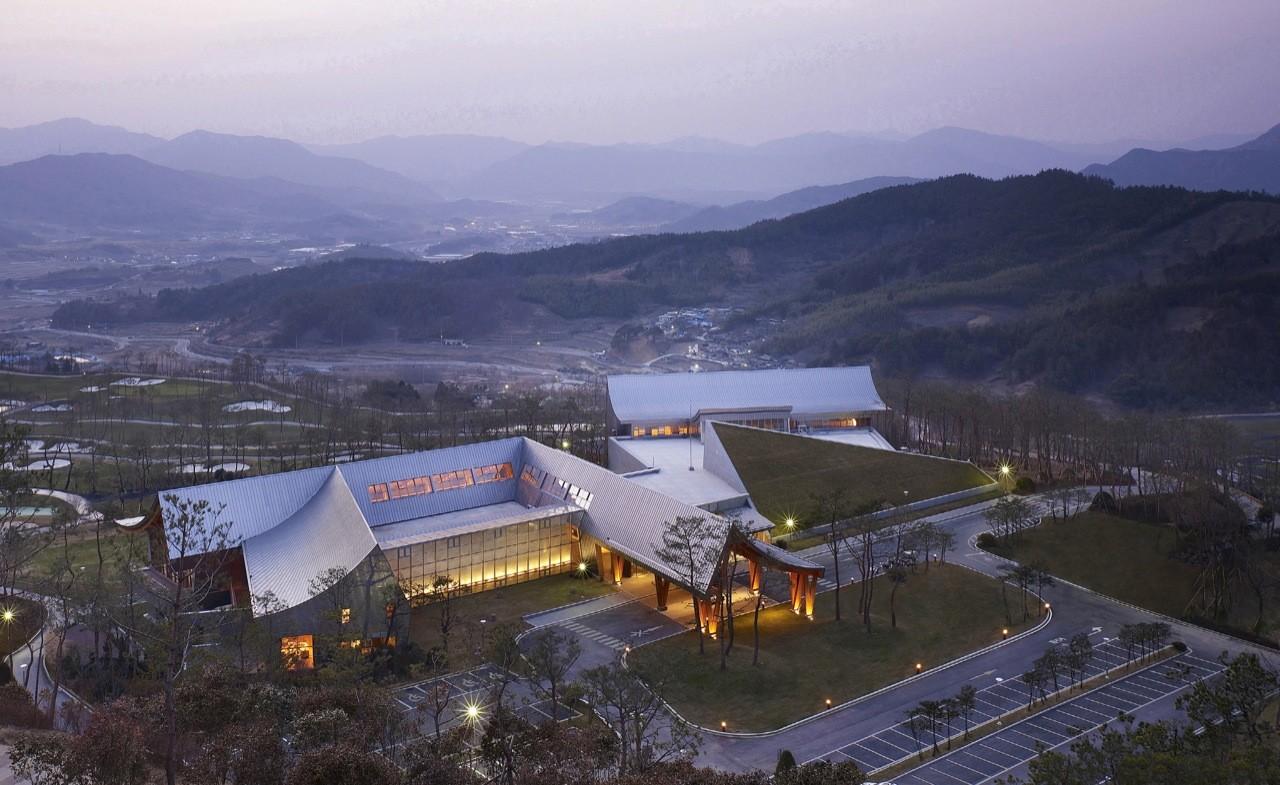 Lake Hills Suncheon Golf Resort / Ken Min Architects, © Kim Yong Kwan