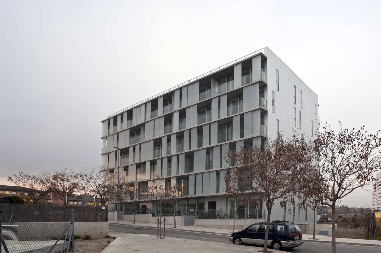 30 Dwellings in Manresa / nothing architecture, © Hisao Suzuki