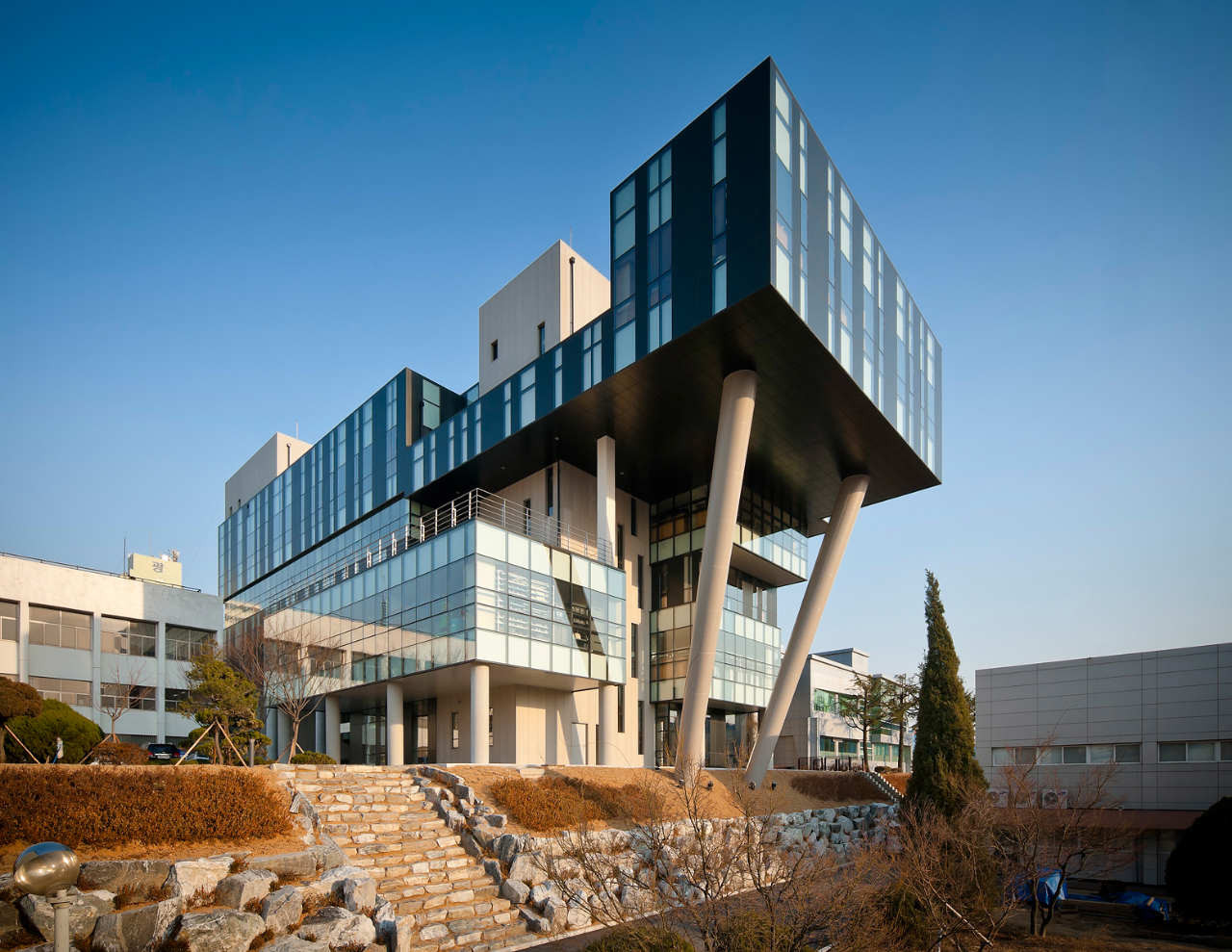Engineering college korea polytechnic vi baum architects for City polytechnic high school of engineering architecture and technology