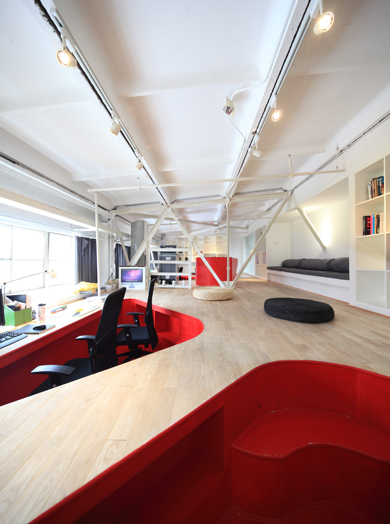 Red Town Office / Taranta Creations, © Shen Qiang / Shen Photo