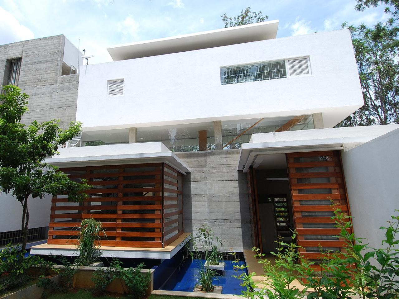 Gallery of house of pavilions architecture paradigm 15 for Architecture design for small house in india