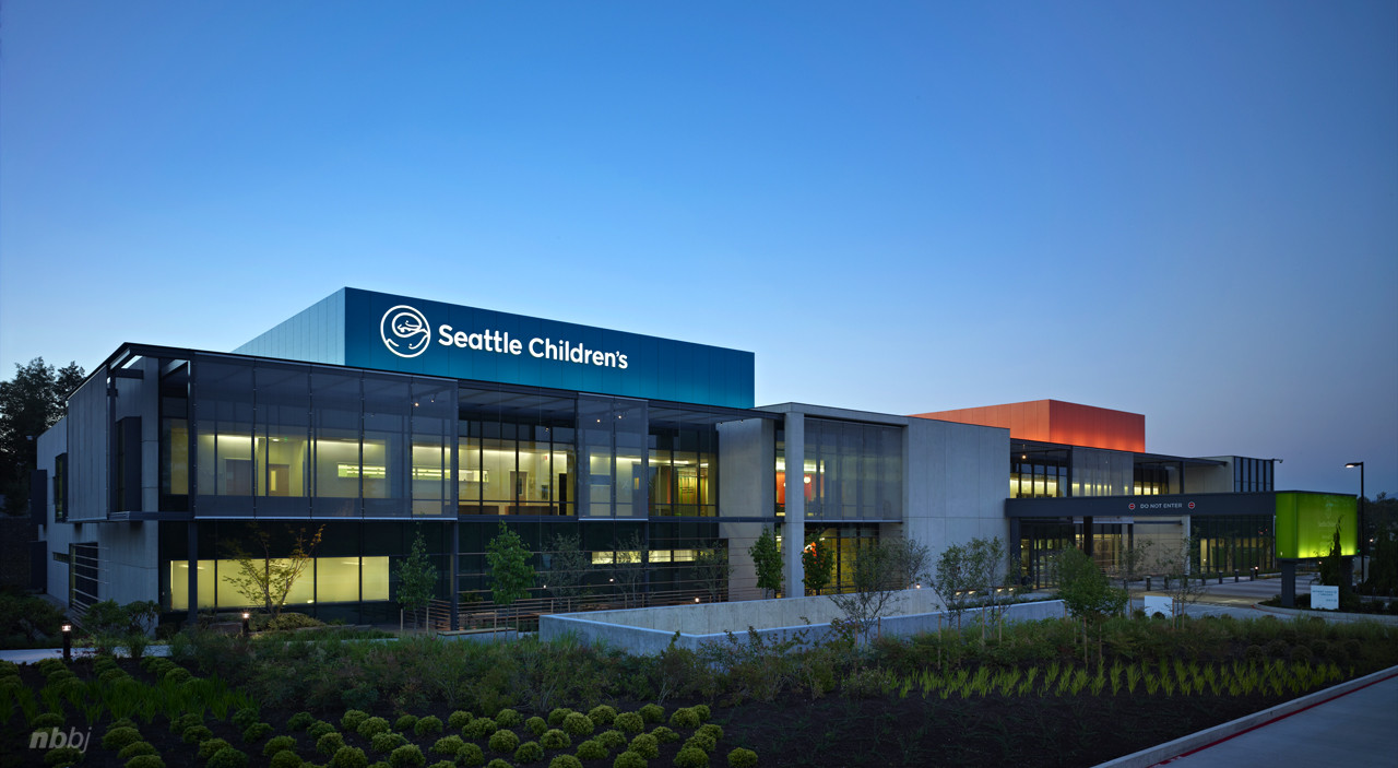 Seattle Children's Bellevue Clinic / NBBJ, © Benjamin Benschnieder/OTTO