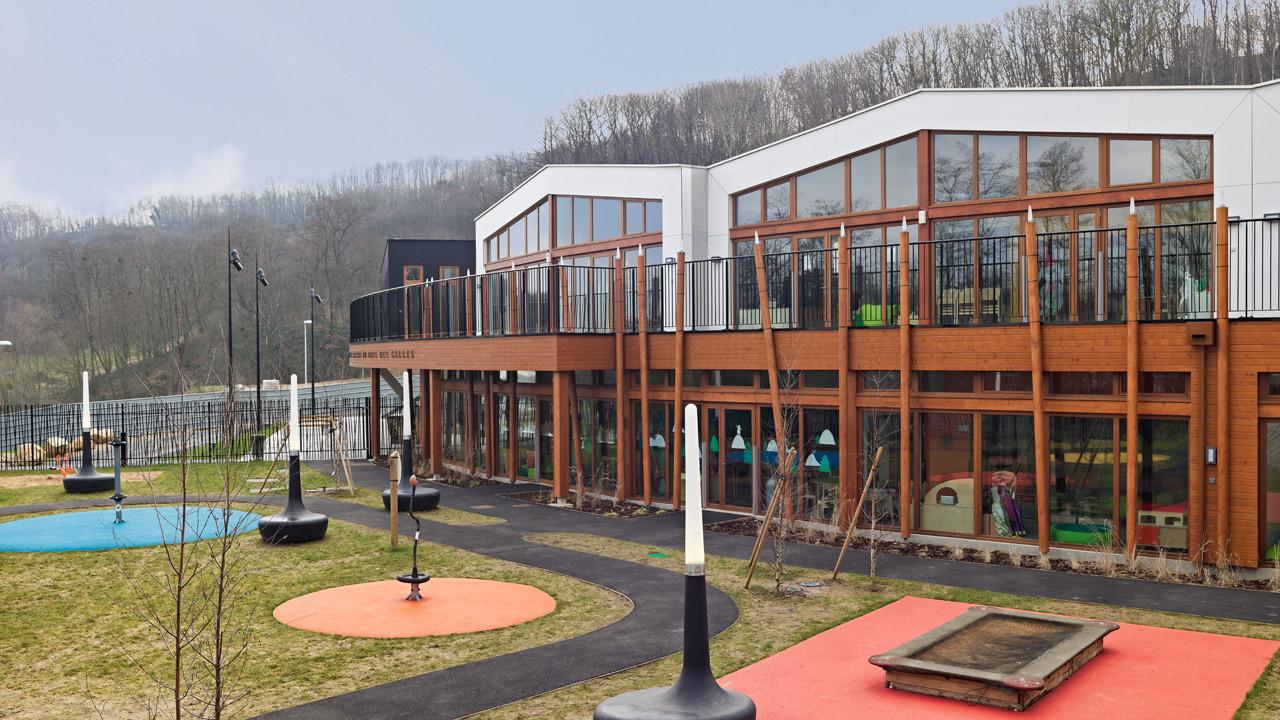"""The Recreation Center of """"le Bois des Gelles"""" / G Architecture, © Jerome Epaillard / Alticlic"""