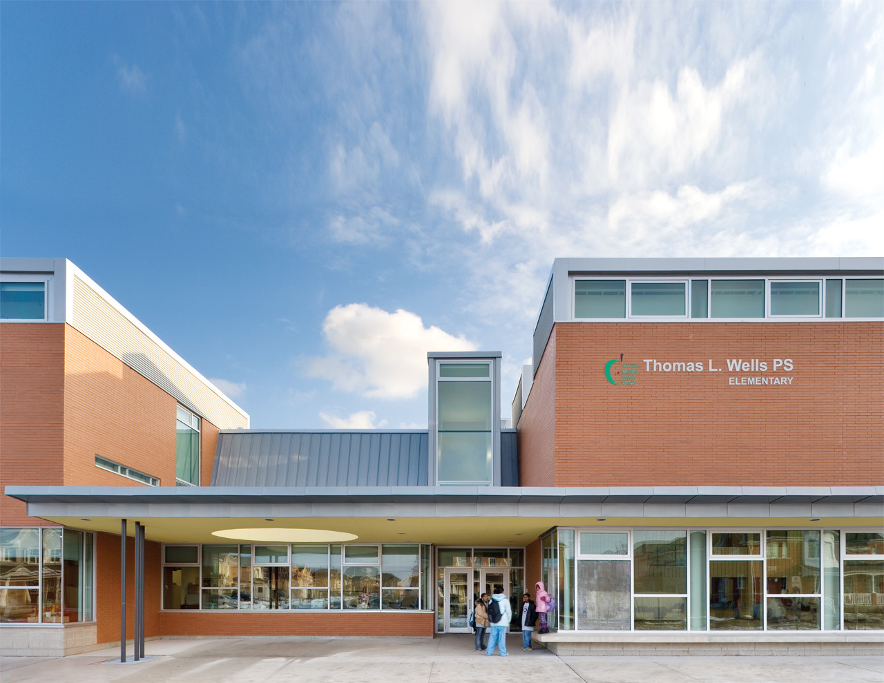 Thomas L. Wells Public School / Baird Sampson Neuert Architects, © Tom Arban