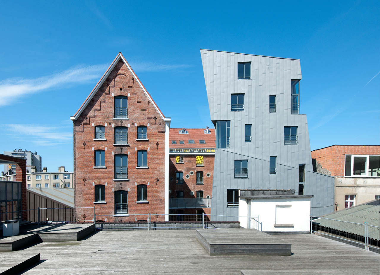 Cheval Noir Housing with Artist's Studios / L'Escaut + Atelier Gigogne, © Marc Detiffe