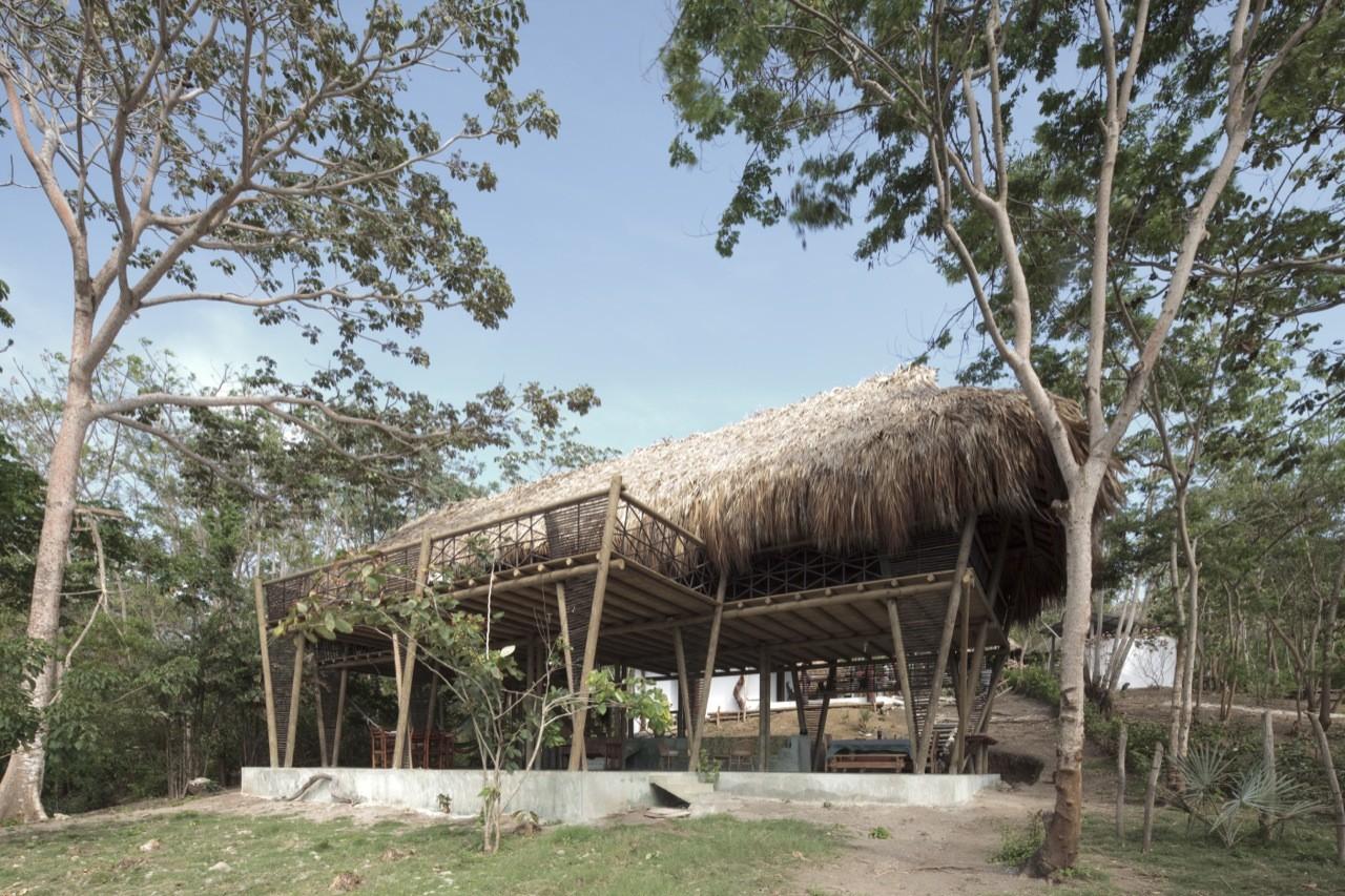 Rio Cedro House / Plan B Arquitectos, © Sergio Gomez