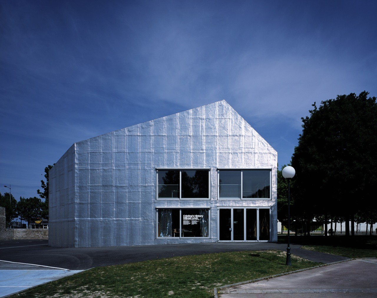 Le Point du Jour Art center / Éric Lapierre Architecture, © Hélène Binet