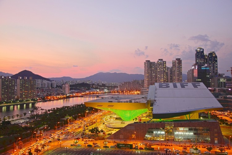 Cinema Center in Busan, South Korea / Coop Himmelb(l)au, © Nathan Willock