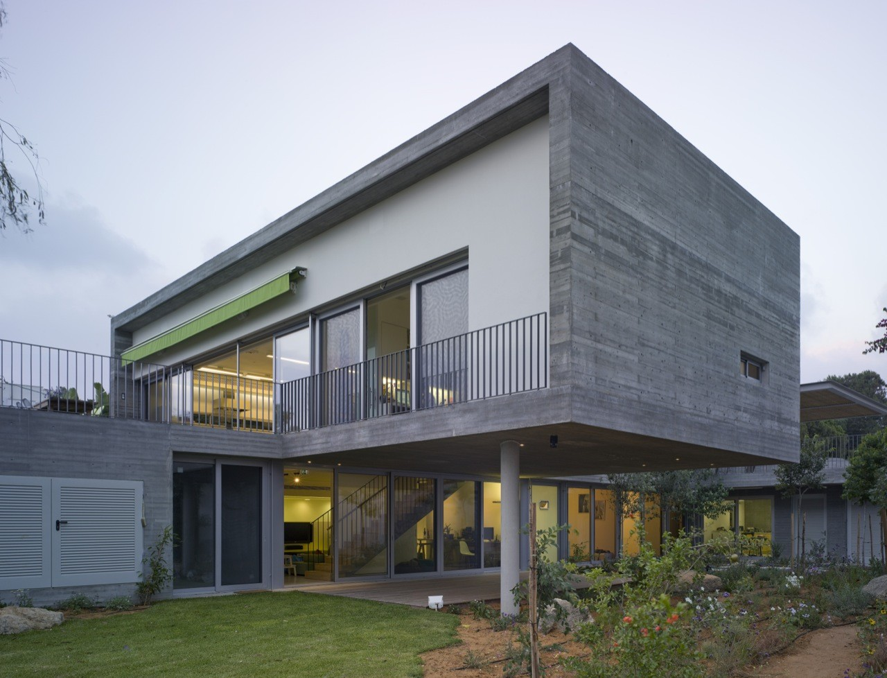 Private House / Weinstein Vaadia Architects, © Amit Geron