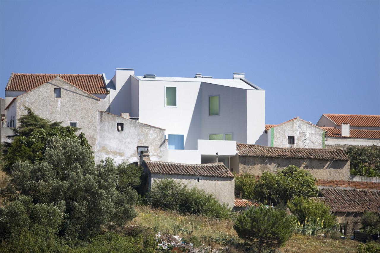 House in Sobral da Lagoa / Ricardo Bak Gordon, © Leonardo Finotti