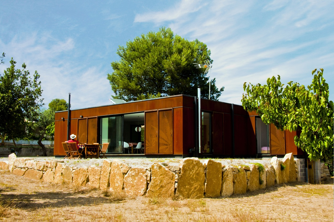 Mint House with weathering steel