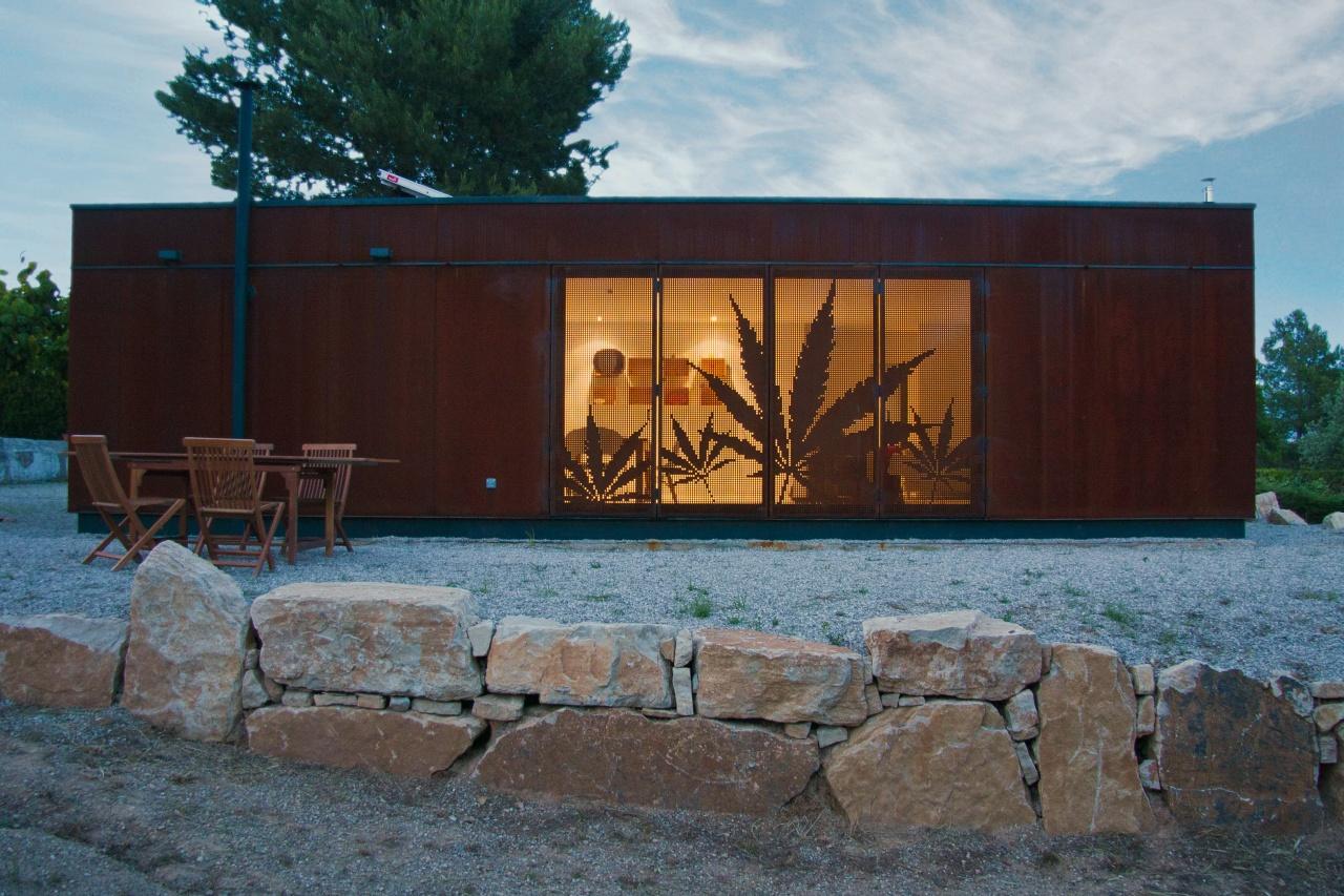 Infiniski Menta House / James & Mau