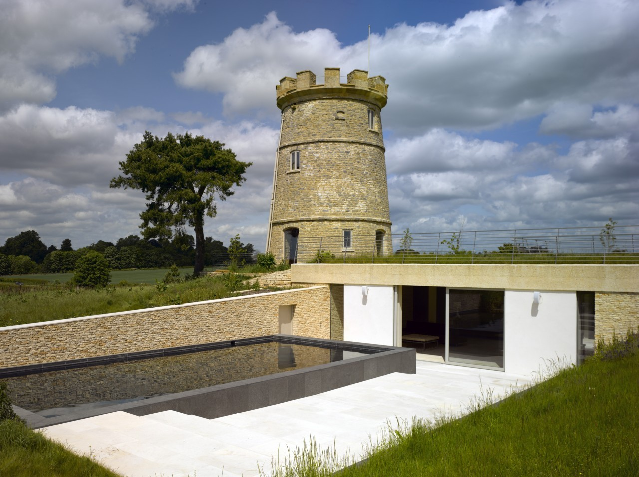 The Round Tower / De Matos Ryan, © Edmund Sumner