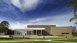 Lauren Kennedy and Alan Campbell Theatre / Pearce Brinkley Cease + Lee