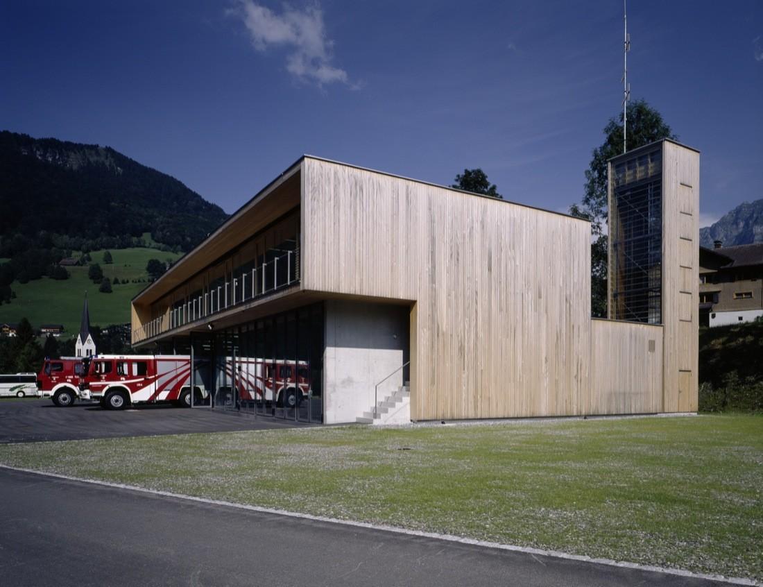 Fire Station and Mountain Rescue Building / Dietrich | Untertrifaller Architekten, © Bruno Klomfar