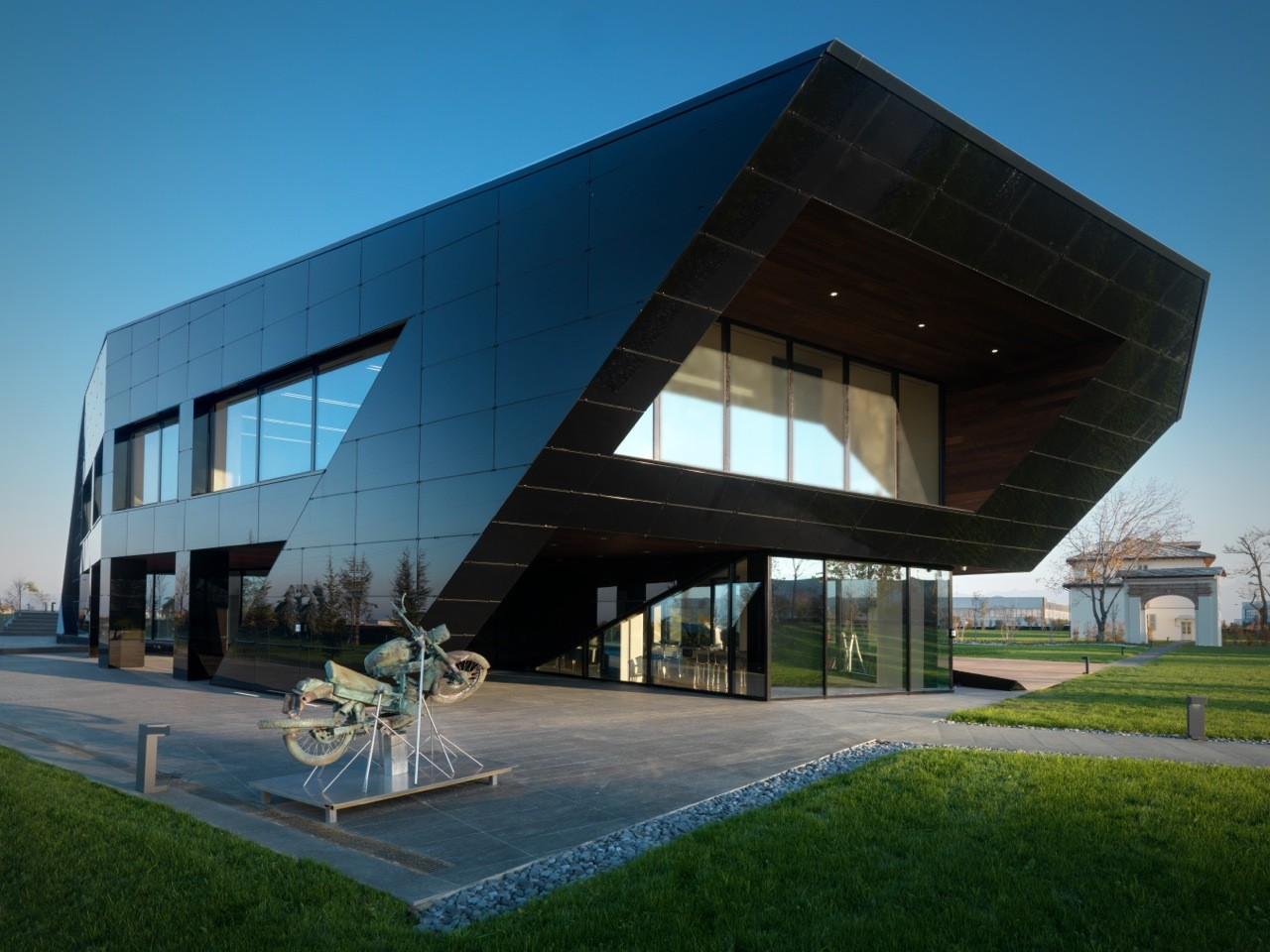 Vidre negre office building damilano studio architects - Architecture of a building ...