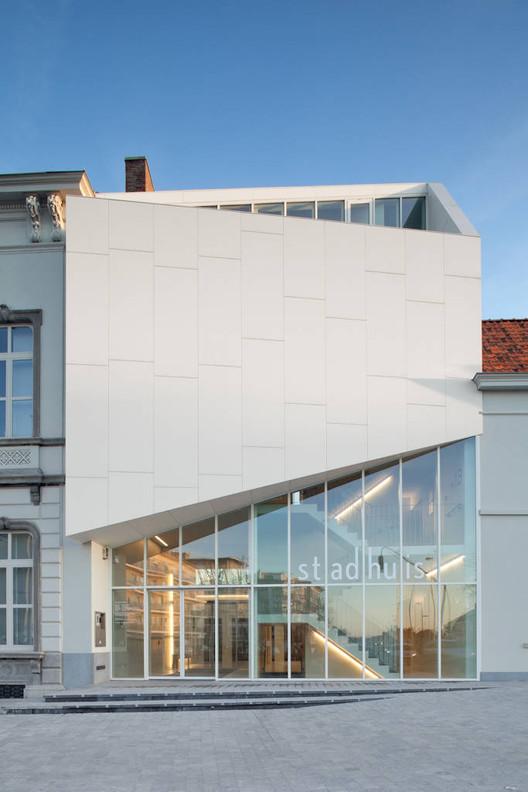 City hall harelbeke dehullu architects archdaily - Van plan corian ...