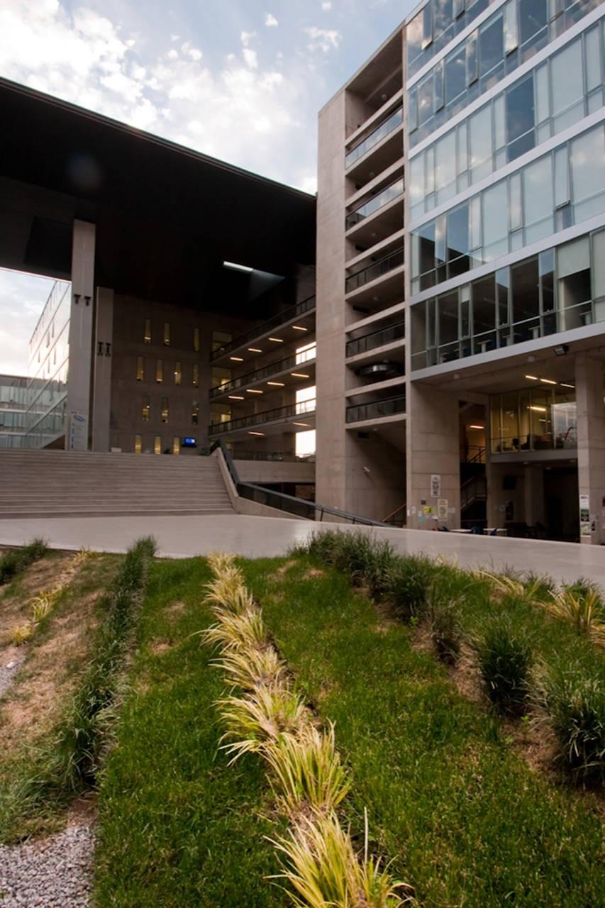 North Almagro Campus Building / Marsino Arquitectos Asociados, © Aryeh Kornfeld