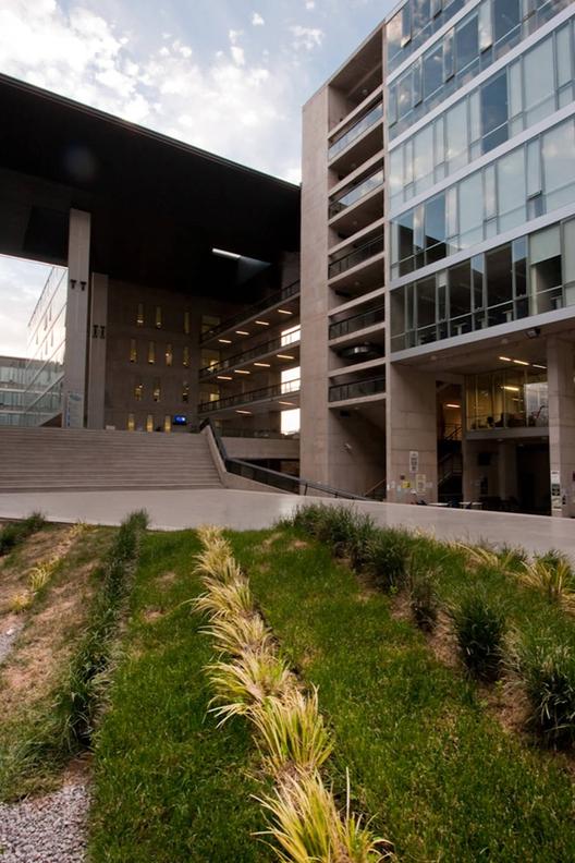 North Almagro Campus Building / Marsino Arquitectura, © Aryeh Kornfeld