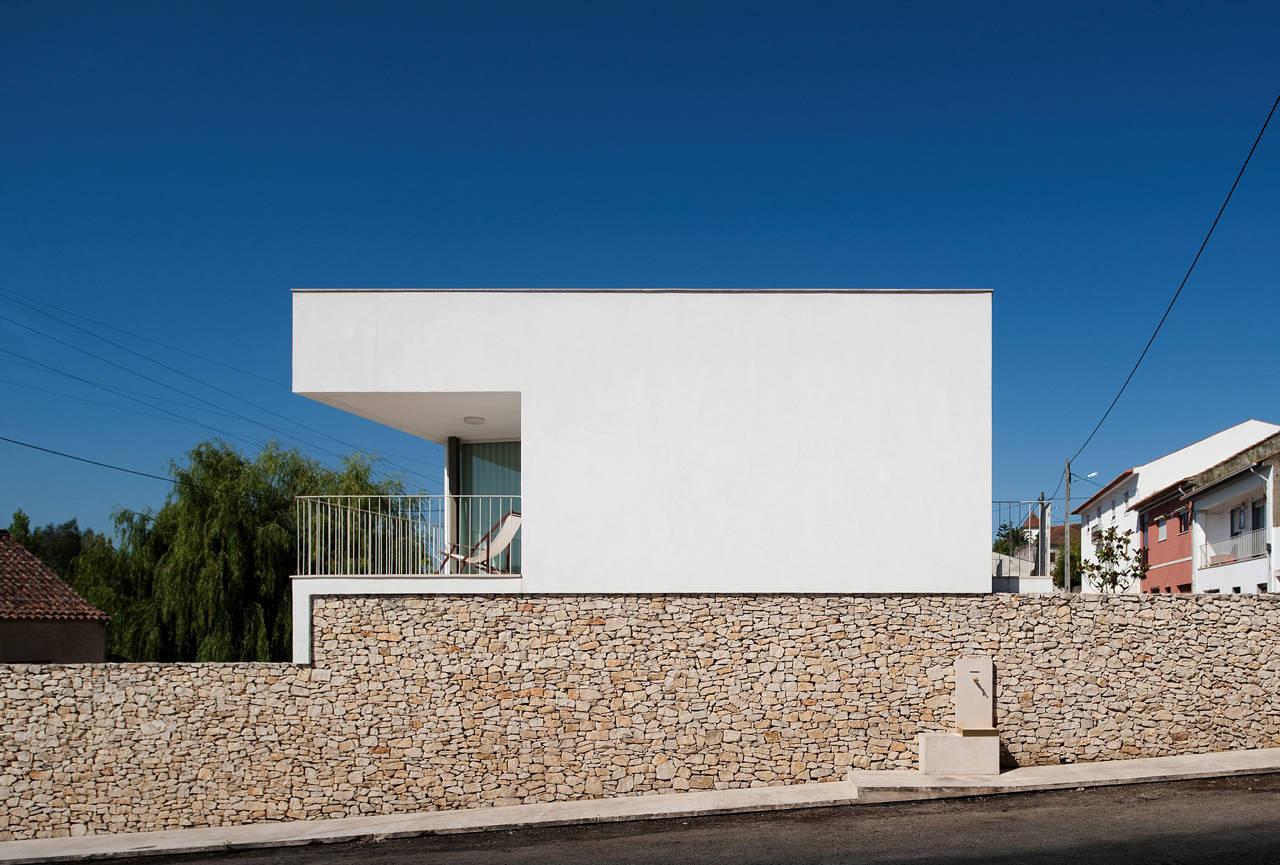 3 Houses 3 Sisters / Inês Cortesão + José Pedro Caetano, © FG+SG – Fernando Guerra, Sergio Guerra