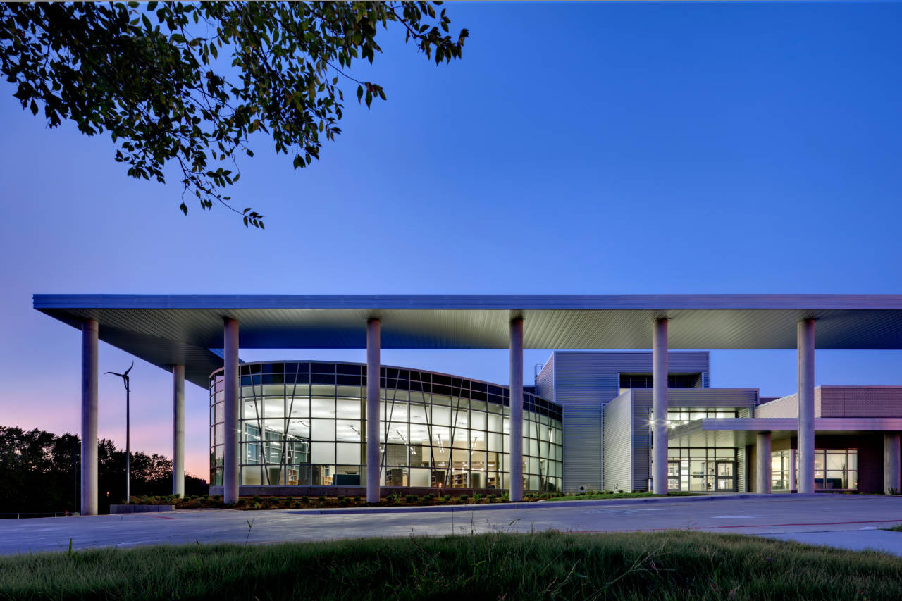 Modern Architecture Schools gallery of lady bird johnson middle school / corgan - 4