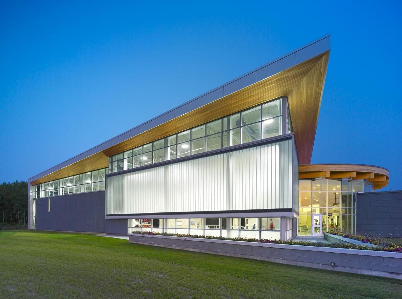 Quinte West YMCA / Architects Tillmann Ruth Robinson, © Shai Gil
