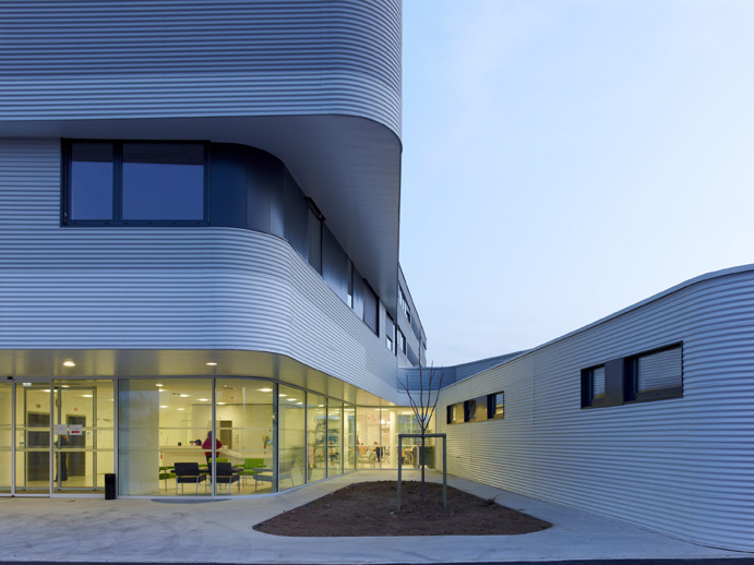 Private Clinic in Champigny / Atelier Zündel & Cristea, © Stephane Chalmeau