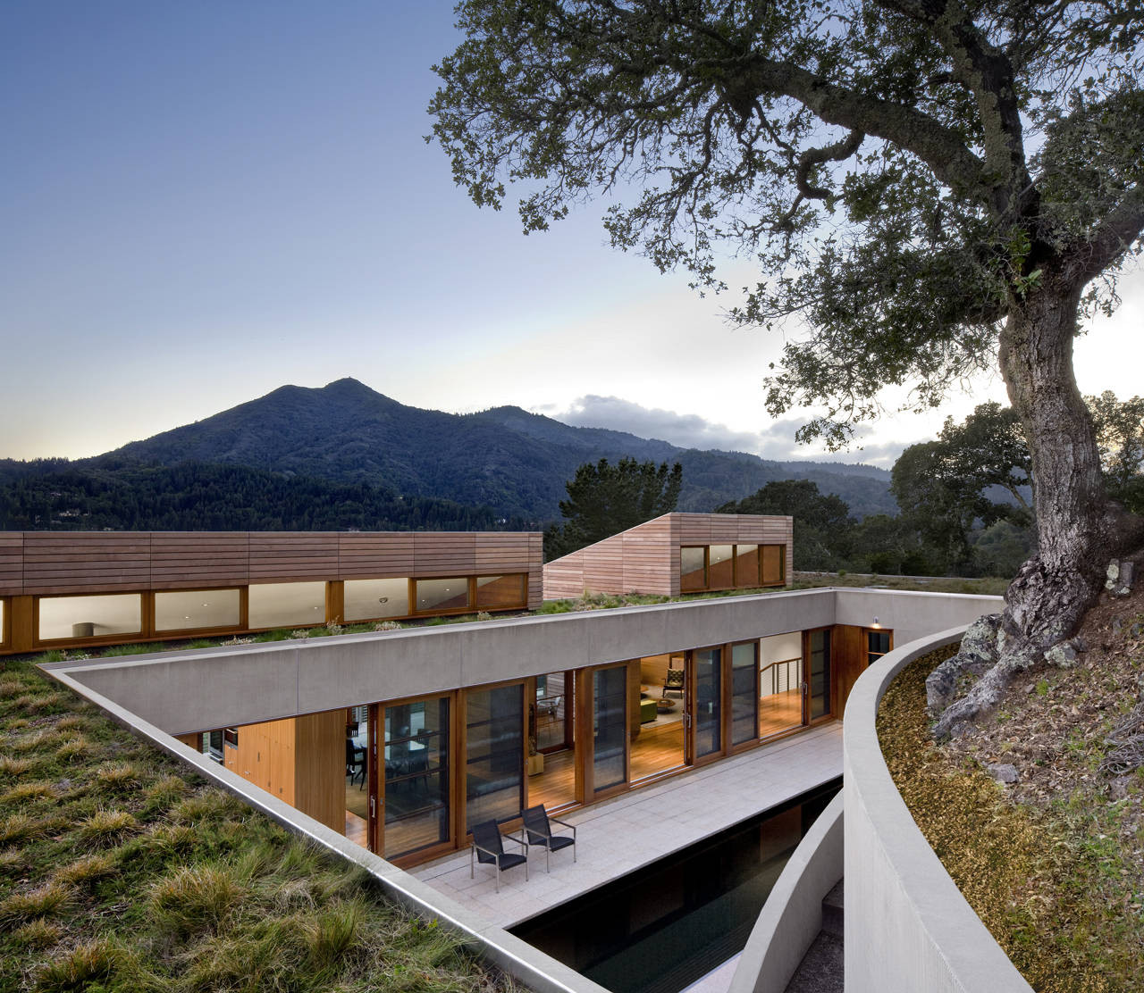 Kentfield Hillside Residence / Turnbull Griffin Haesloop Architects, © David Wakely Photography