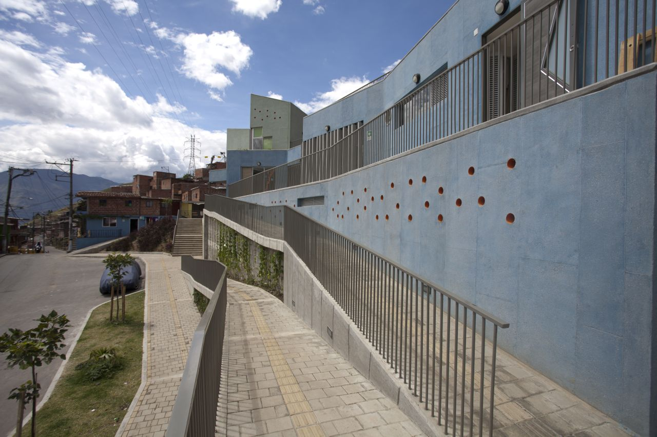 Gallery of santo domingo savio kindergarten plan b for Accesos arquitectura