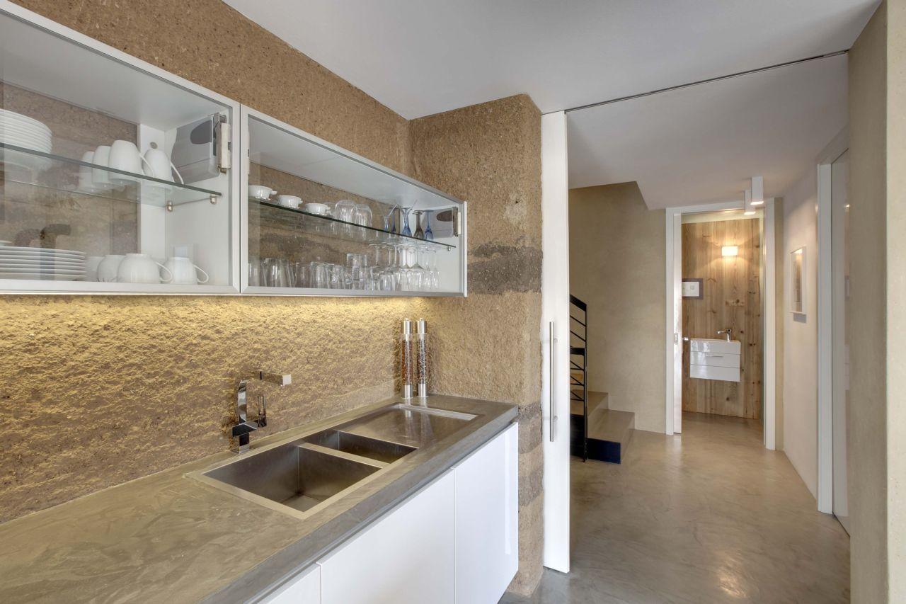 Дизайн декоративной штукатурки на кухне