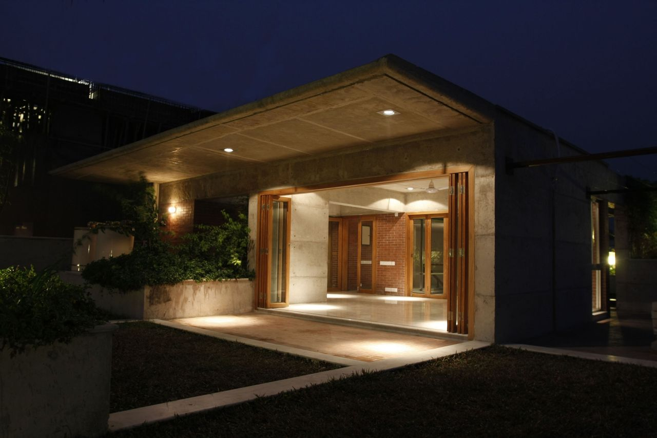 South Water Carees / Shatotto