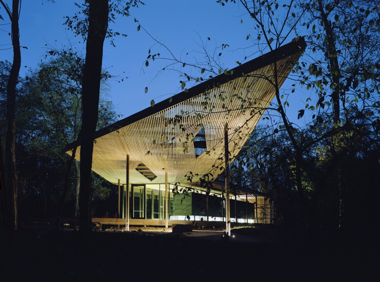 The Ruth Lilly Visitors Pavilion / Marlon Blackwell Architect, © Timothy Hursley