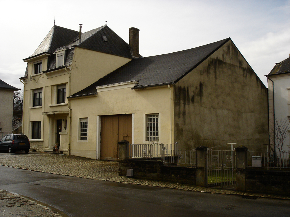 In The Middle Of The Village / STEINMETZDEMEYER Architectes Urbanistes