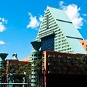 AD Classics: Walt Disney World Swan and Dolphin Resort / Michael Graves